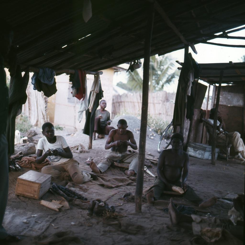 Makonde Tanzania 1981 - 001