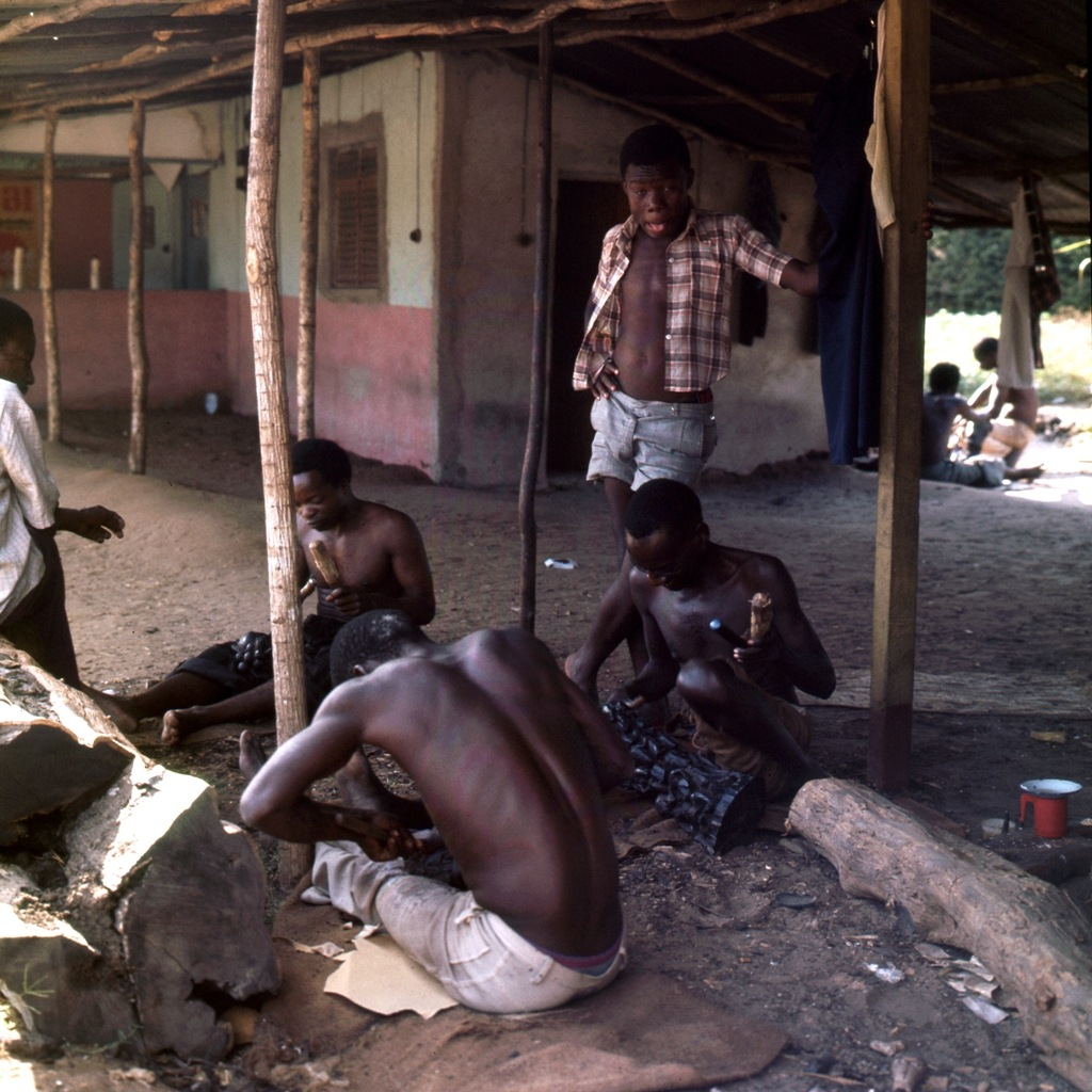 Afrikaans houtsnijwerk 007