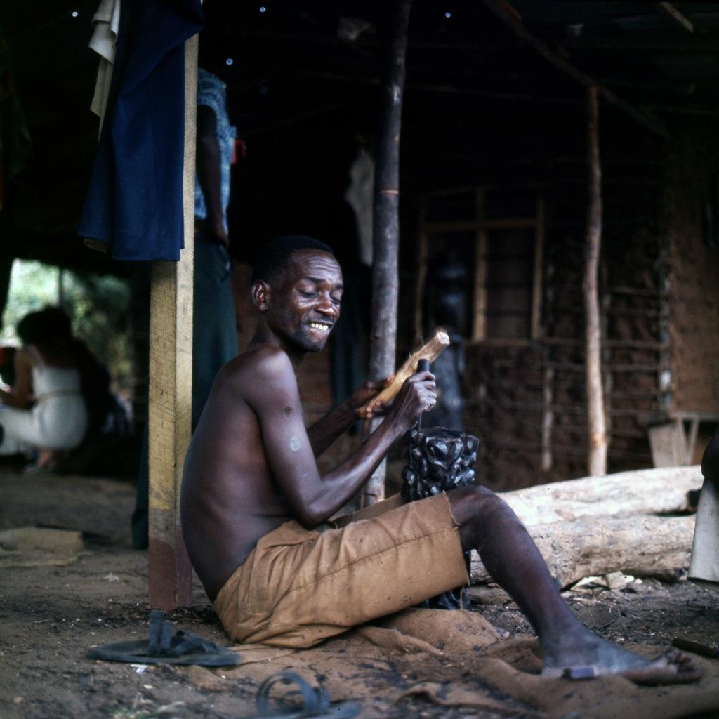 Afrikaans houtsnijwerk 008