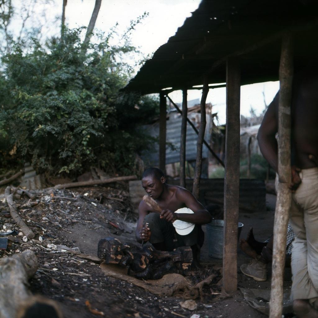 Afrikaans houtsnijwerk 009