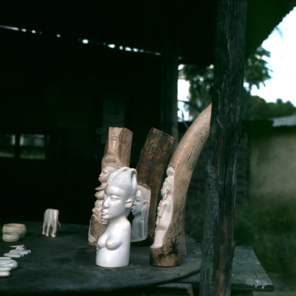 Afrikaans houtsnijwerk 012