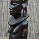 akonde houtsnijwerk Tanzania, Masai vrouw (2) ebbenhout, 1981