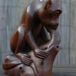 """Hier een aap die ik van Marktplaats """"af plukte"""", de aanbieder vroeg er slechts heel weinig voor en het is toch een typisch Balinees beeldje."""