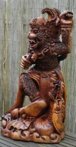 Het beeld Hanuman met een Naga