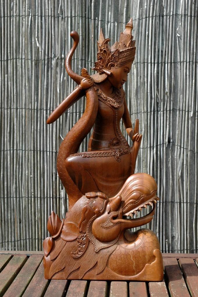 Naga-priesterbeeld 46 cm. hoog