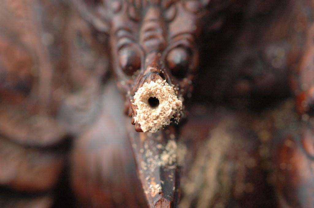 Restauratie Indisch beeld 004 Het geboorde gaatje
