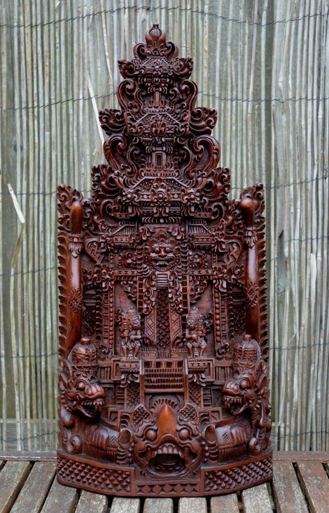 """""""Waarschijnlijk is dit het laatste tempelbeeld dat ik zal kopen, a) omdat ik er al een aantal heb J, dit is de twaalfde. b) omdat ik niet snel een mooiere zal vinden. Ik ben er helemaal weg van. Het is nu de mooiste in mijn collectie."""""""