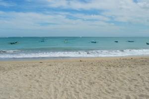 Toen wij deze dag langs het strand wandelden was het super rustig.