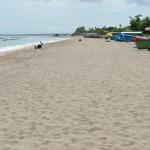 Het strand is veilig, gedeeltelijk schoon, goed onderhouden.