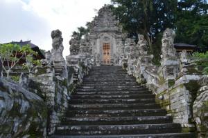 De indrukwekkende Pura Kehen tempel, ten noorden van het centrum van de stad