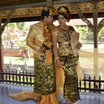Fotoshoot bruidspaar in prachtige traditionele Balinese kledij.