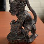 Een mooi oud en fijngesneden Hanumanbeeld